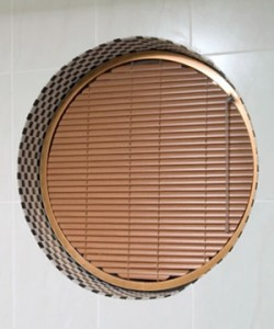 Circular shaped venetian blind